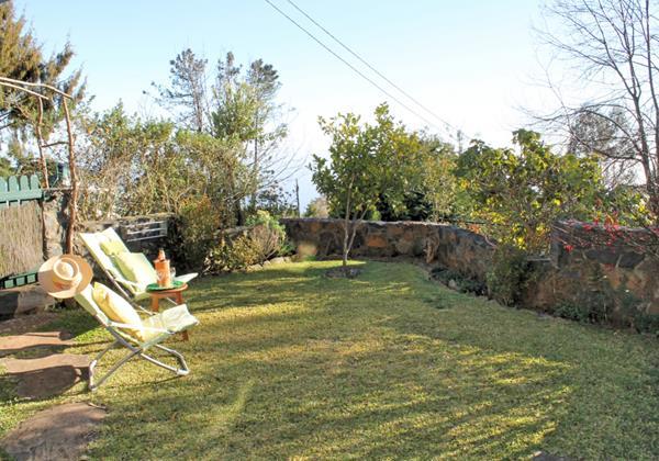 2 MHRD Escapada Dos Cavaleiros Haybarn Cottage Garden