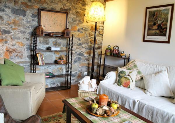 6 MHRD Escapada Dos Cavaleiros Haybarn Cottage Lounge