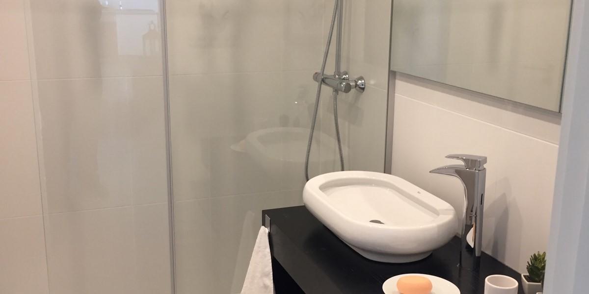 11 Petronella Marina Apartment Bathroom Shower Room