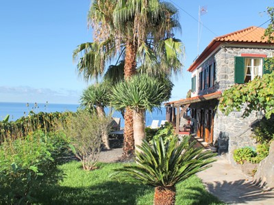Cliff-top location, peaceful, breathtaking sea views | Stonecliff Cottage