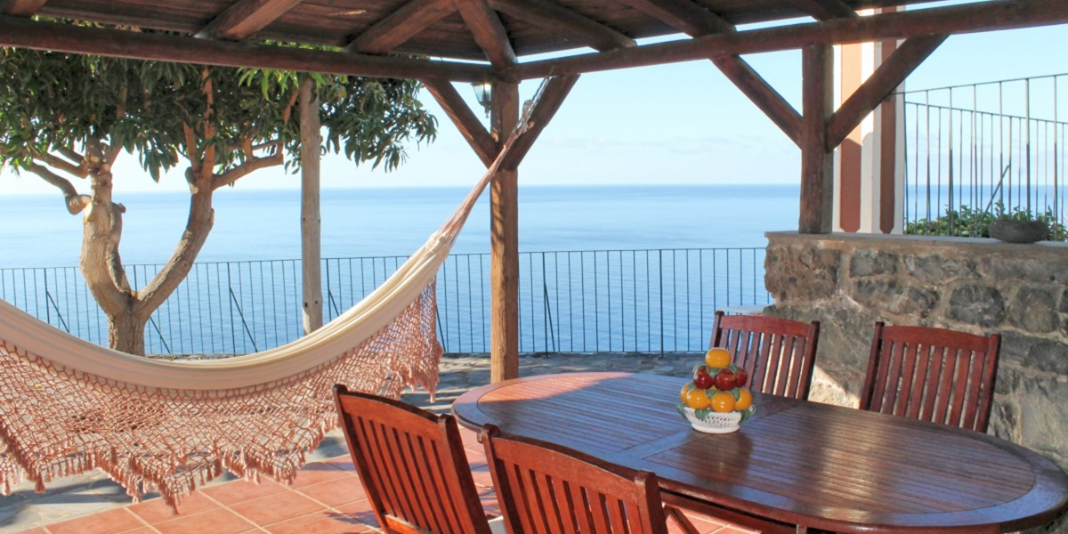 8 MHRD Quinta Do Sossego Outdoor Dining And View