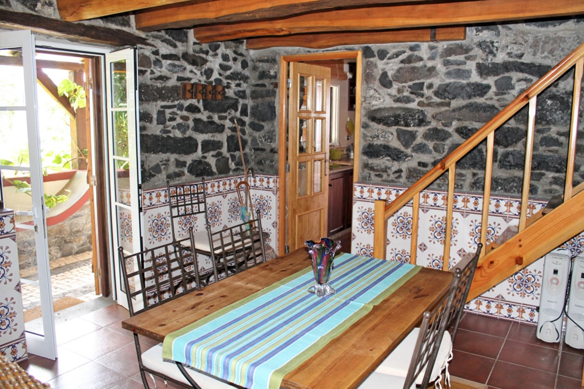 14 MHRD Quinta Do Sossego Dining Table