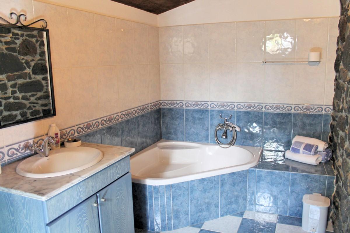 21 MHRD Quinta Do Sossego Main Bathroom