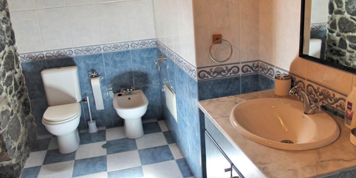 22 MHRD Quinta Do Sossego Main Bathroom Pt2