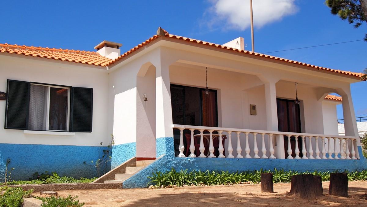 17 MHRD Villa Mary Exterior Front Terrace