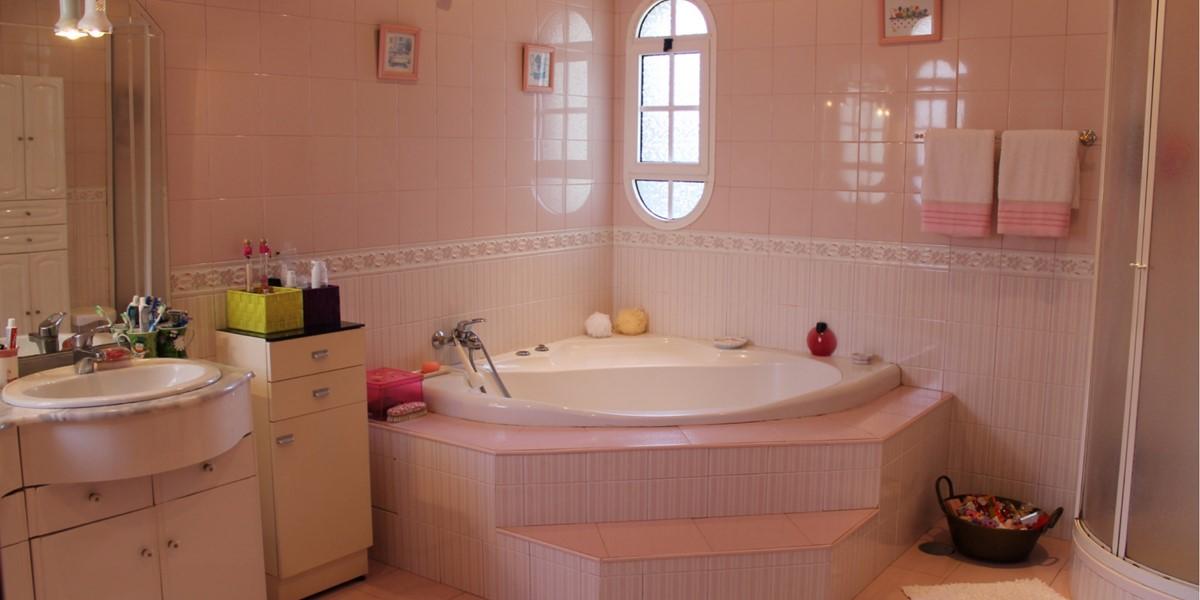 14 MHRD Villa Vista Sol Bathroom 1 En Suite To Bedroom 1