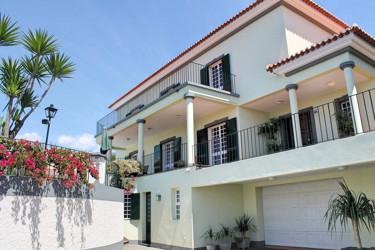20 MHRD Villa Vista Sol Exterior Garage