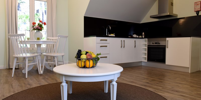 Our Madeira - Apartments in Madeira - Babosas Village Suite Dining And Kitchen 2