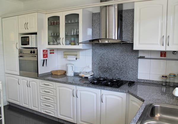 12 MHRD Casa Jardim Mar Kitchen 2