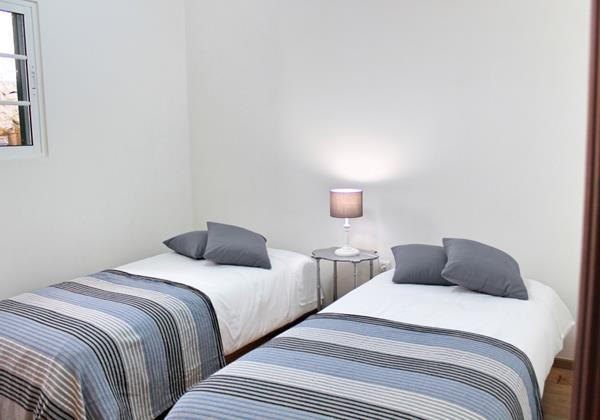 17 MHRD Casa Jardim Mar Twin Bedroom