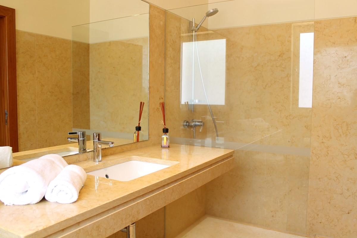 18 Our Madeira Bellevue Bathroom 3