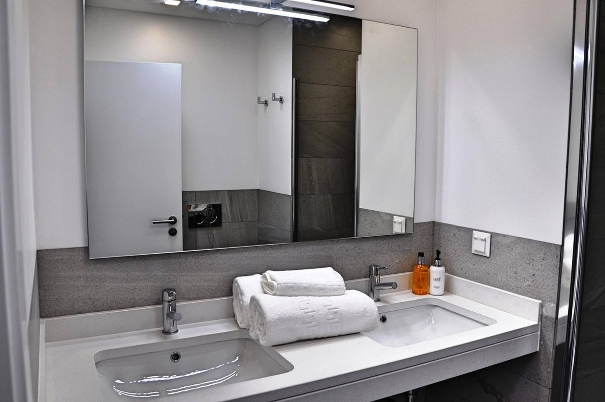 20 Our Madeira Eden Nature Bathroom En Suite Bedroom 1