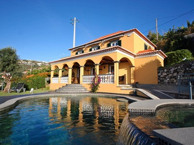 Lovingly restored old villa, heated pool, garden, sea views | Quinta Girassol