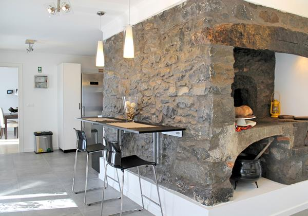14 MHRD Casa Das Orquideas Old Fireplace Kitchen Dining