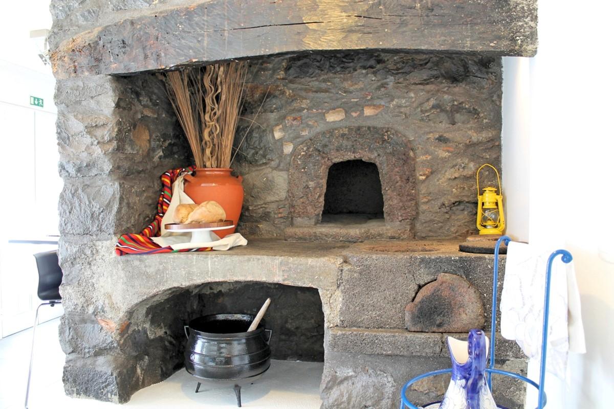 15 MHRD Casa Das Orquideas Old Fireplace