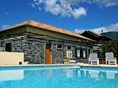 Charming restored stone cottage in Funchal centre – Casa das Vinhas