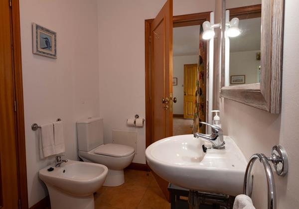 8 Our Madeira Casas Das Vinhas Bathroom