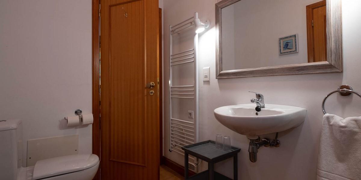 9 Our Madeira Casa Das Vinhas Bathroom