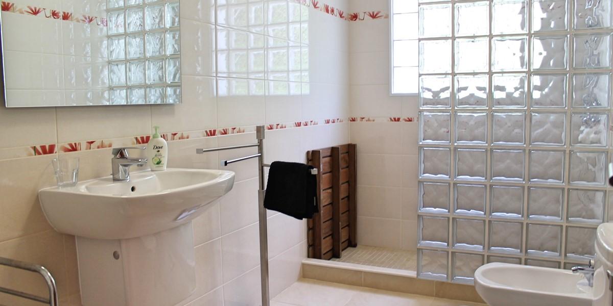 13 Our Madeira Designhouse Bathroom Ensuite To Bedroom 1