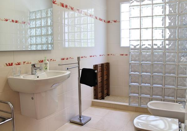 13 Our Madeira Designhouse Bathroom Ensuite To Bedroom 1