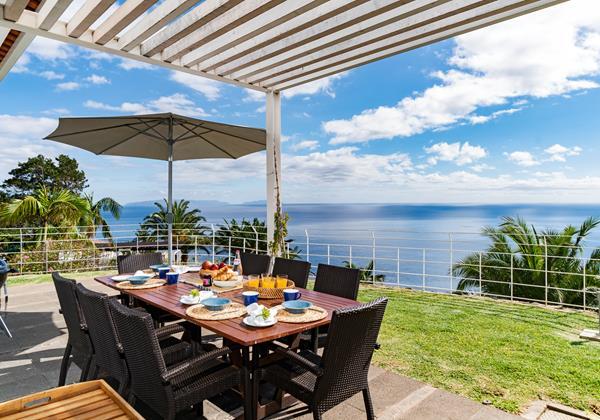 Our Madeira - Villas in Madeira - Villa Da Falesia Table