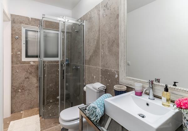 15 Our Madeira Villa Da Falesia Shower Room