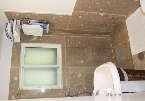 16 Our Madeira Villa Da Falesia Shower Room 3