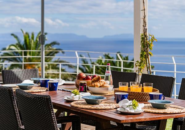 17 Our Madeira Villa Da Falesia Table And View