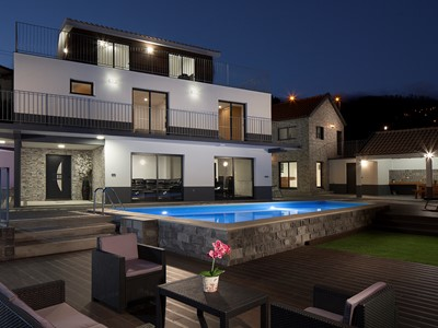 NEW - Superb 5-bed in Calheta, pool, gym, billiards, A/C | Casa da Rosalina