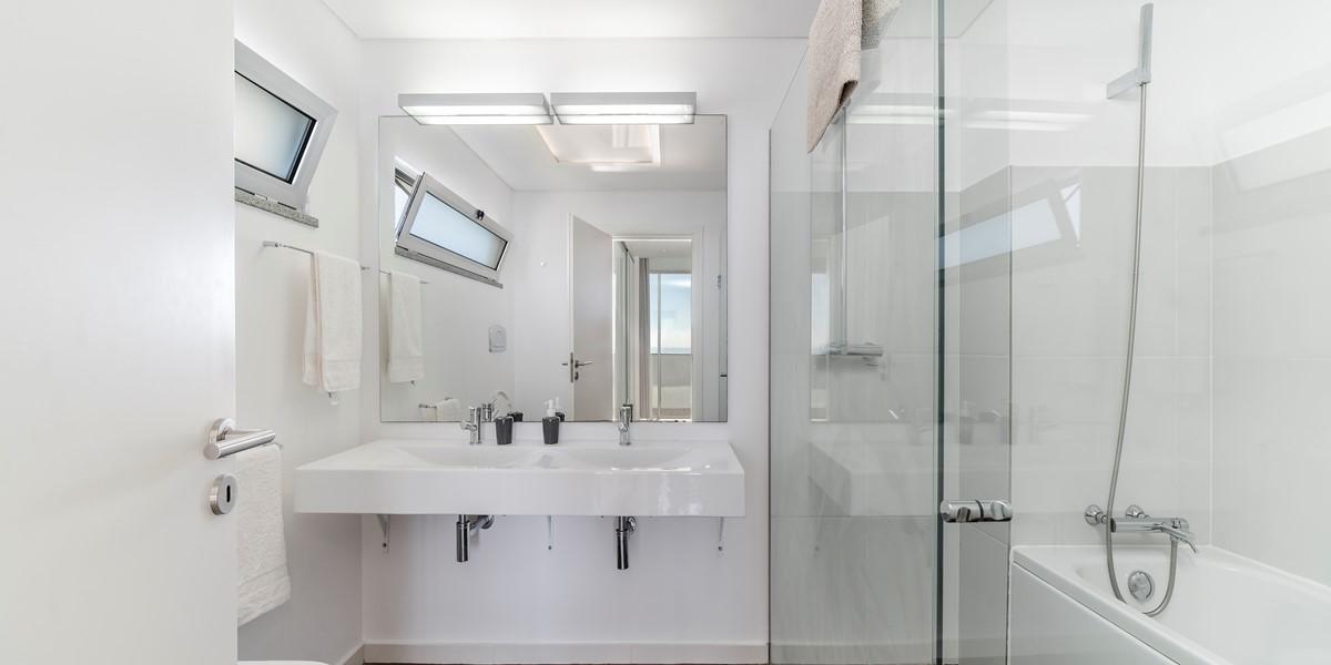 19 Our Madeira Fonte Do Mar 1 Master Bathroom