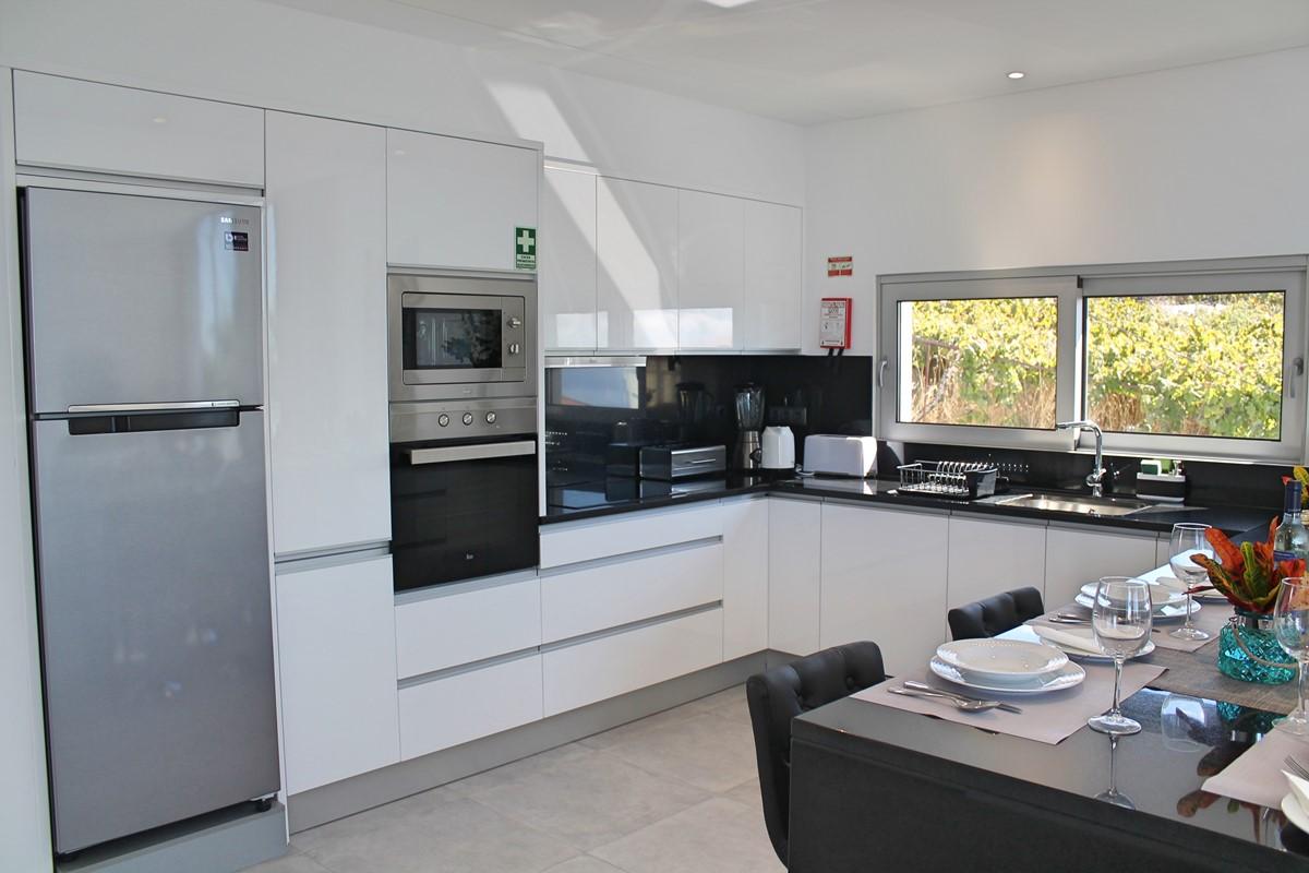 8 Calheta Heights Kitchen