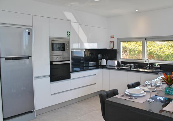 8 Calheta Heights Kitchen