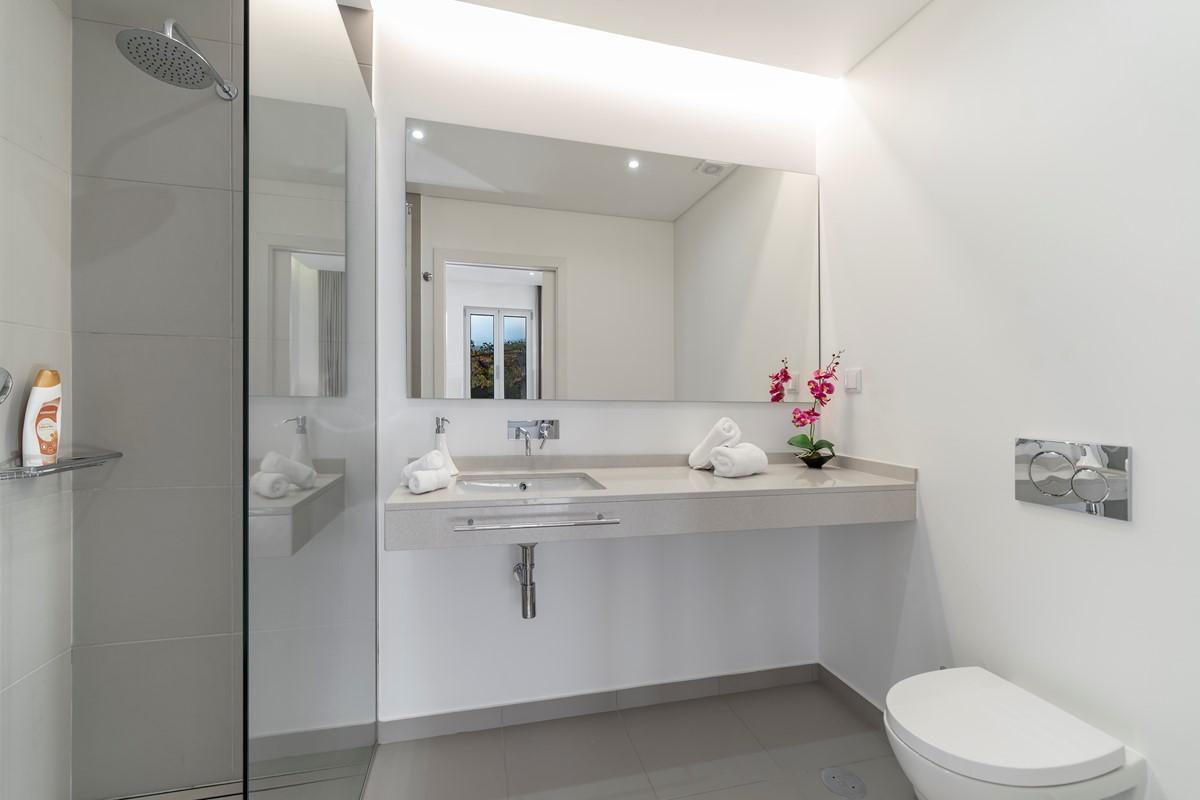 15 Our Madeira Calheta Heights Bathroom 2