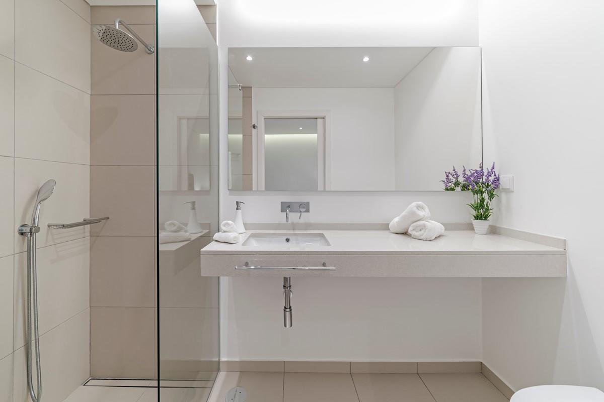 17 Our Madeira Calheta Heights Bathroom 3