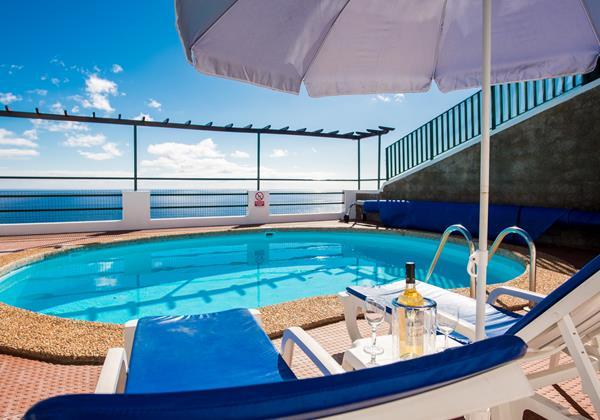 27 MHRD Villa Aquarela Pool Sunbeds