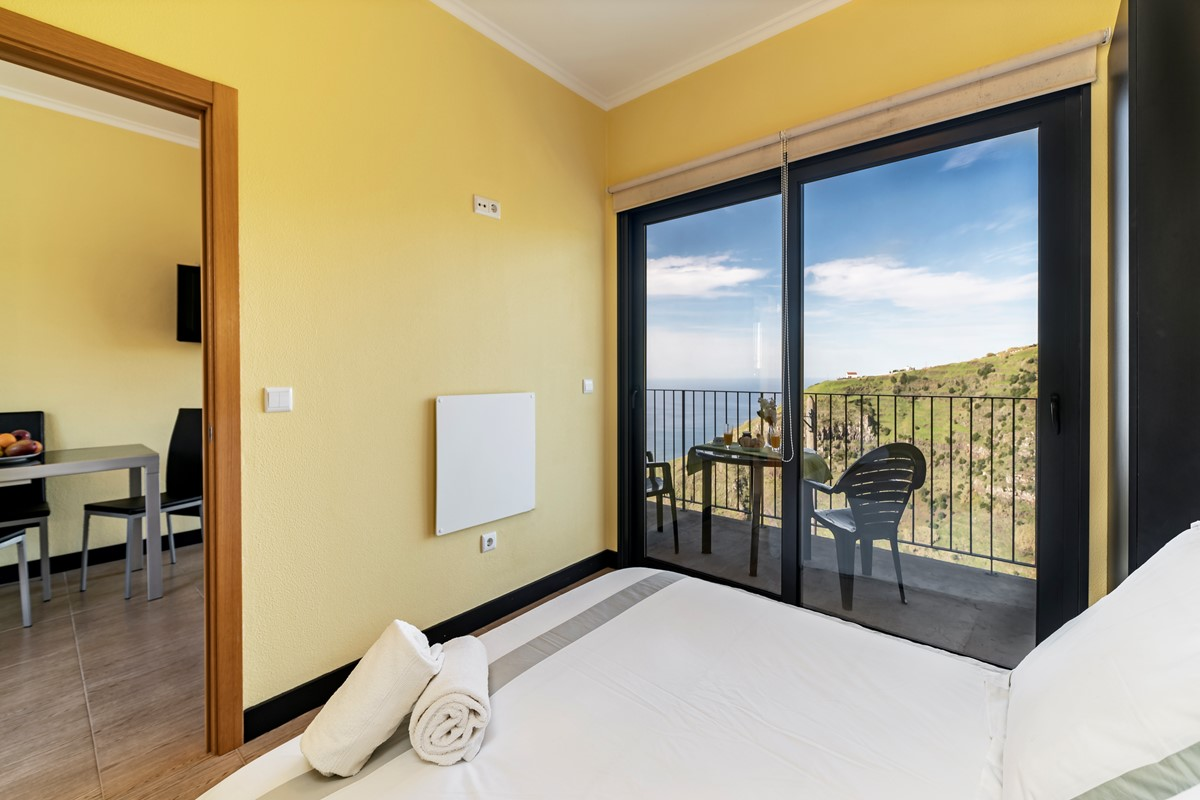1 Our Madeira Top Of The Cliff Bedroom