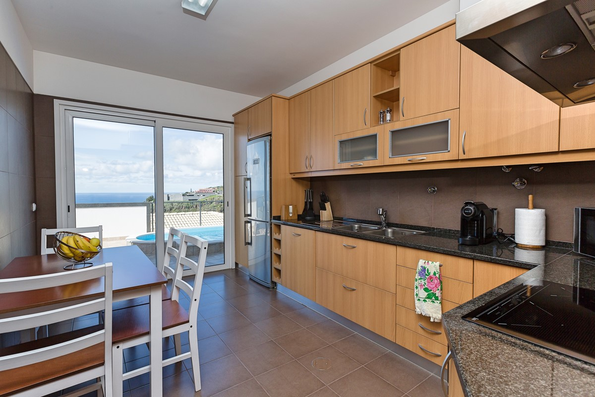 8 Ourmadeira Casa Da Belita Kitchen And View