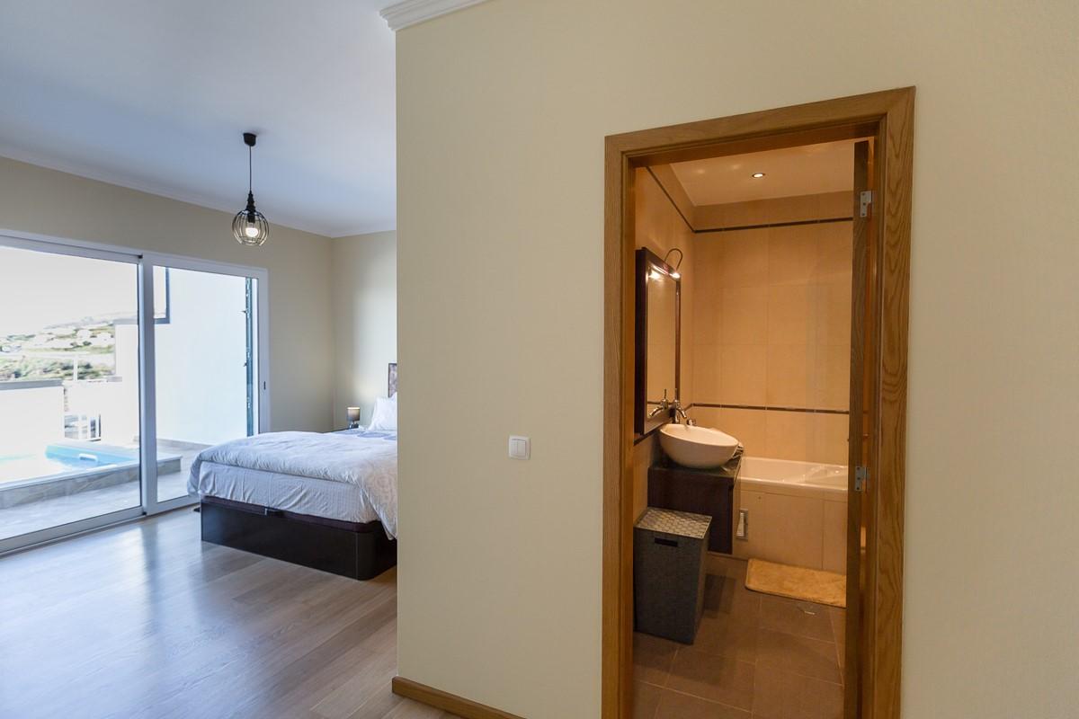 18 Ourmadeira Casa Da Belita Bedroom Master And En Suite