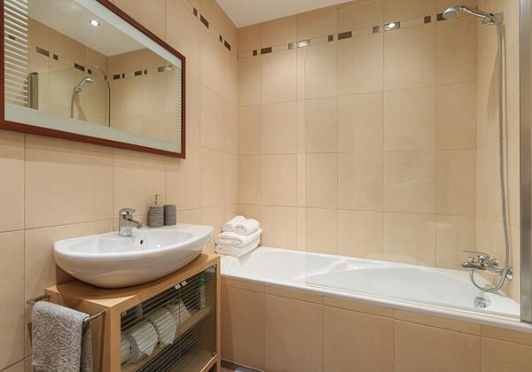22 Ourmadeira Casa Da Belita Family Bathroom