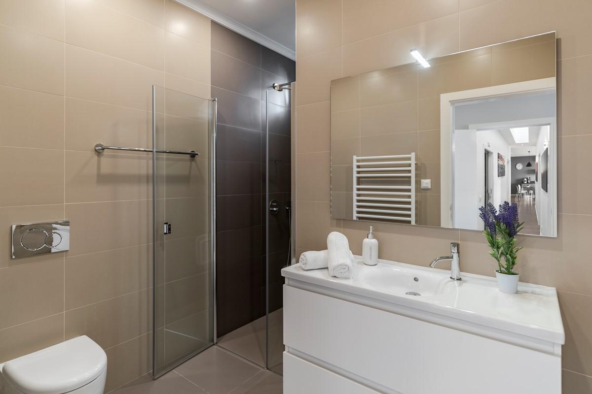 10 Our Madeira Vila Da Portada Masterbathroom