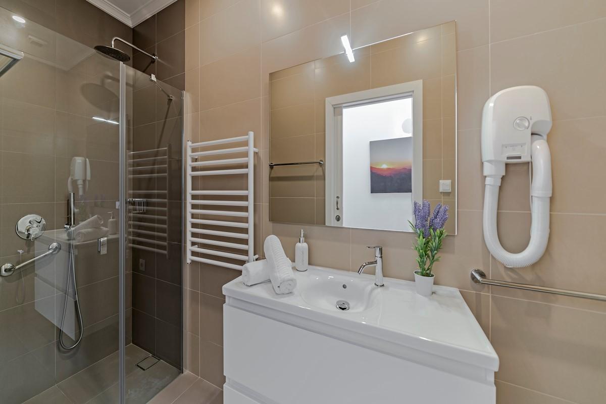 13 Our Madeira Vila Da Portada Family Bathroom